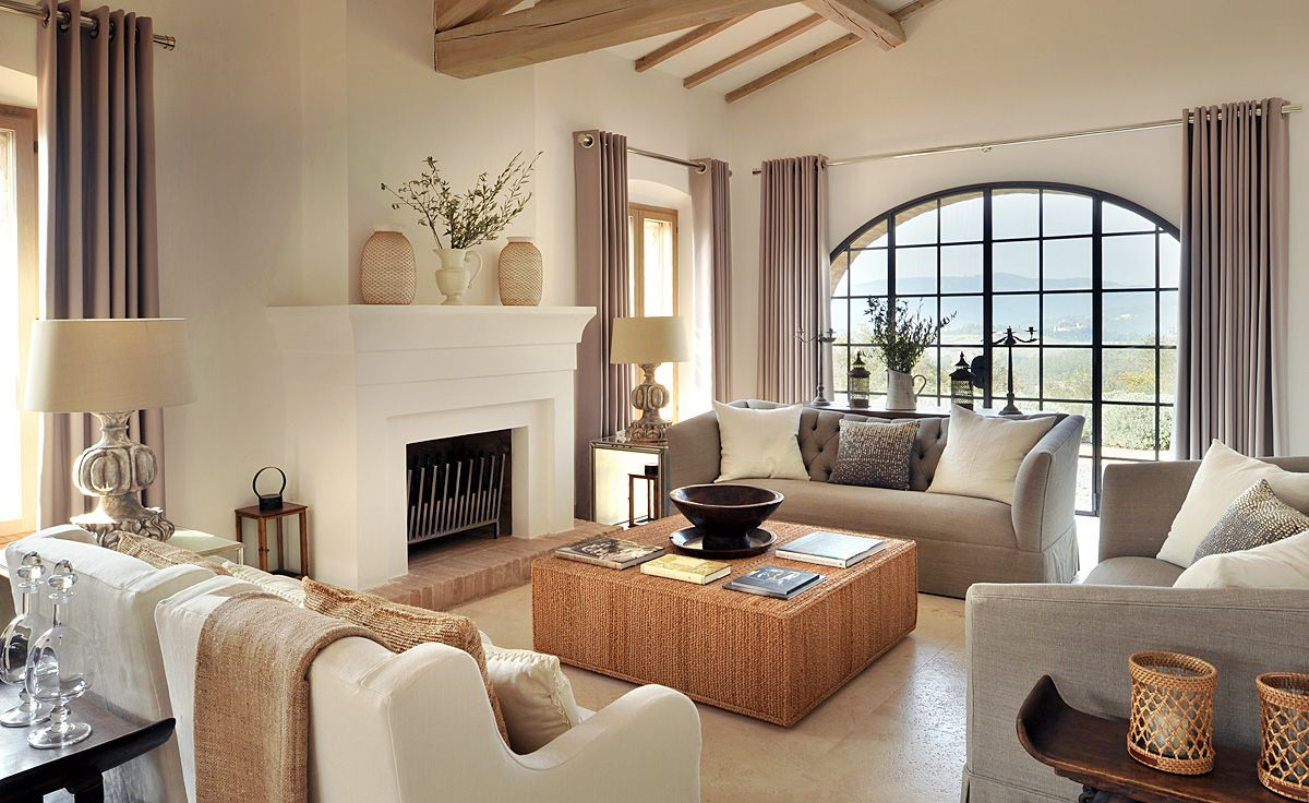 Elegant-Italian-Living-Room-Interior