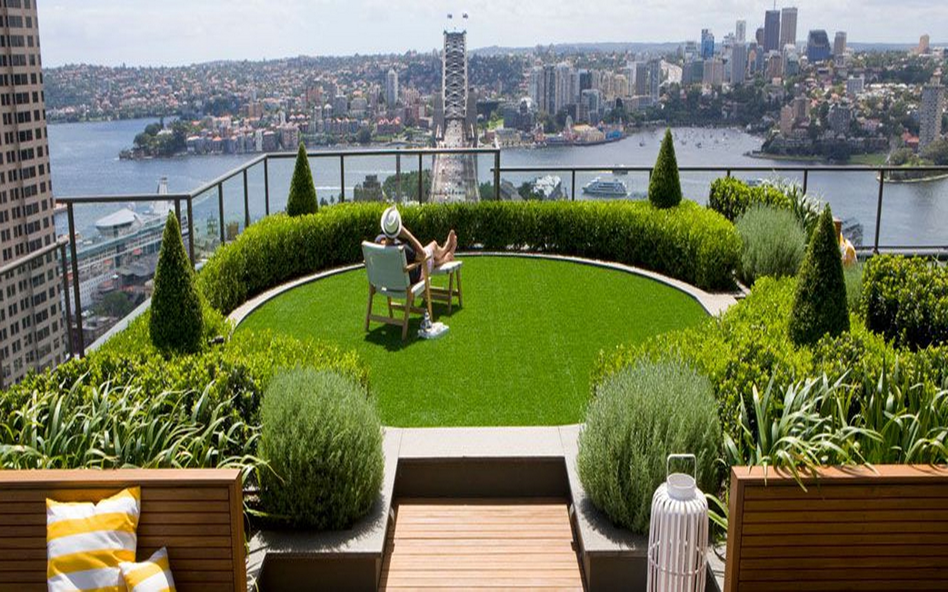 incredible-garden-on-rooftop-ideas-green-planter-and-flowers